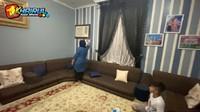 <p>Rumah Farid juga dilengkapi dengan ruang majelis, Bunda. Ruangan ini adalah ruangan khusus yang pasti ada di setiap rumah di Arab. (Foto: YouTube Khairul azam alfarizi)</p>