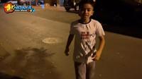 <p>Farid adalah bocah keturunan Madura yang sedang viral, Bunda. Ia terkenal karena menjadi kaya raya meski baru berusia 8 tahun, usai mendapat warisan dari sang ayah yang berasal dari Arab Saudi. (Foto: YouTube Khairul azam alfarizi)</p>