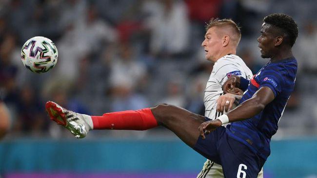 Setelah Cristiano Ronaldo viral menyingkirkan Coca-cola, kini giliran Paul Pogba yang viral menggeser botol bir Heineken usai Prancis melawan Jerman di Euro.