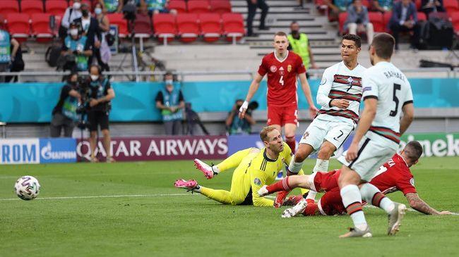 Cristiano Ronaldo mendapat kecaman meski jadi pahlawan timnas Portugal saat mengalahkan Hungaria 3-0 pada Euro 2020 (Euro 2021).
