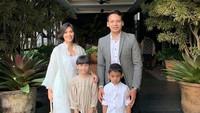 <p>Ben Joshua dan Elisabeth dikaruniai sepasang anak laki-laki dan perempuan. Mereka adalah Benaya Maika dan Ben Caleb John. (Foto: Instagram: @benjoshua_r)</p>