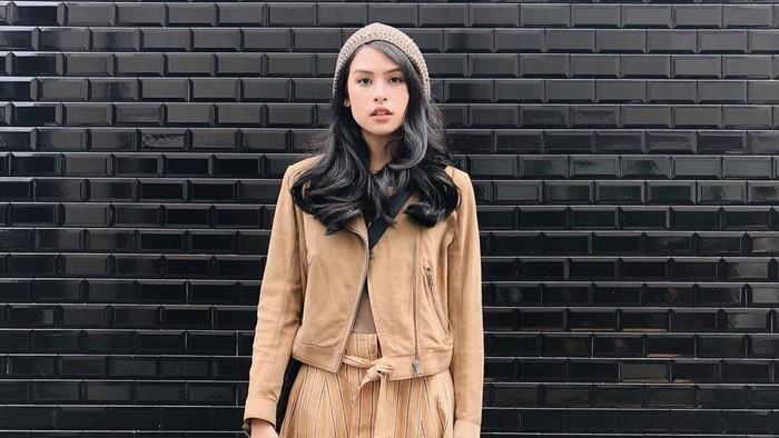 Simple Namun Stylish, Ini 7 Gaya Fashion Maudy Ayunda yang Bisa Disontek