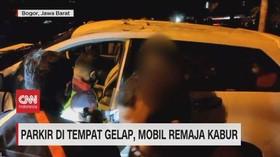 VIDEO: Parkir di Tempat Gelap, Mobil Remaja Kabur