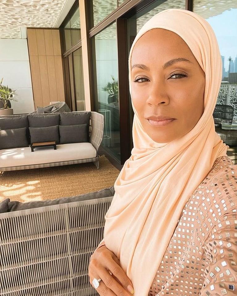 Istri Will Smith, Jada Pinkett Smith viral di Instagram karena foto dirinya mengenakan hijab. Yuk kita intip potretnya!