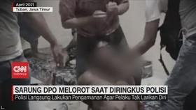 VIDEO: Sarung DPO Melorot Saat Diringkus Polisi