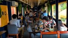 FOTO: Nongkrong Asyik di Kafe Kereta Kamboja