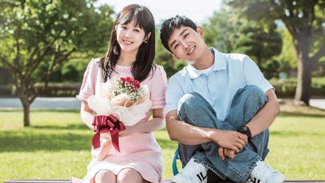 Drama Korea Go Back Couple mengisahkan tentang pasutri yang berada di fase jenuh dan mencoba untuk mengembalikan keutuhan rumah tangganya. Berikut sinopsisnya.