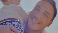 <p>Pernikahan Hamish Daud dan Raisa sempat menjadi sorotan di 2017. Kini pria berdarah Australia itu menjadi ayah dari Zalina Raine Wyllie. (Foto: Instagram: @hamishdw)</p>