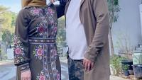 <p>Penampilan dan gaya Adilla cukup berbeda dengan awal kemuculannya dahulu. Bunda yang akrab disapa Dilla itu tak lagi bergaya hijab turbam, tampak tetap cantik dan manglingi kan, Bunda?(Foto: Instagram: @dhila_bekti)</p>
