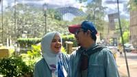 <p>Indra Bekti mengakhiri masa lajang ketika menikahi seorang wanita bernama Adilla Jelita pada 10 Oktober 2010 silam. Keduanya sudah satu dekade berumah tangga. (Foto: Instagram: @dhila_bekti)</p>