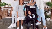 <p>Jennifer Bachdim menjadi Bunda bagi ketiga anaknya. Mereka adalah Kiyomi, Kenji, dan yang baru saja lahir adalah Kiyoji. (Foto: Instagram: @jenniferbachdim)</p>