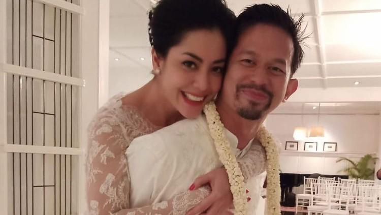 Lulu Tobing dan Suami