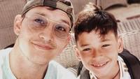<p>Mike Lewis dikaruniai seorang putra tampan bernama Kenzou dari pernikahannya dengan Tamara Bleszynski. Meski sudah bercerai, Mike Lewis tetap menjadi ayah dan sosok panutan untuk Kenzou. (Foto: Instagram: @mike_lewis)</p>