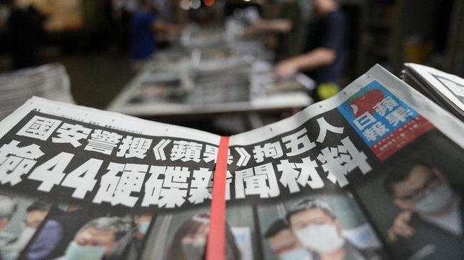 Kepolisian Hong Kong melanjutkan upaya penegakan hukum terhadap surat kabar prodemokrasi Apple Daily, kali ini giliran kolumnisnya yang ditangkap.