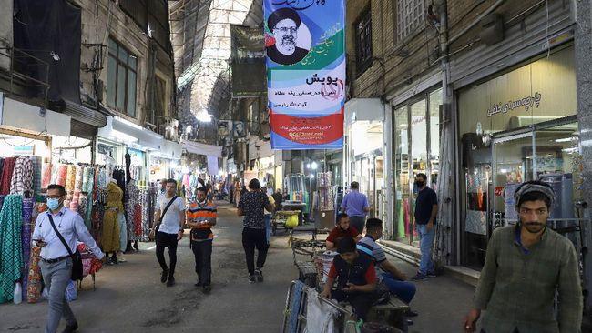 Jumlah pemilih nasiona hanya 37 persen setelah lebih dari 12 jam pemungutan suara. Lesunya ekonomi Iran dituding jadi biangnya.