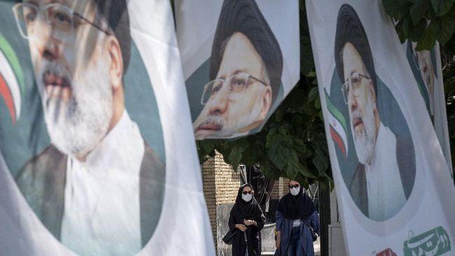 Seorang ulama ultrakonservatif Iran, Ebrahim Raisi terpilih menjadi presiden, menggantikan Hassan Rouhani yang sudah menjabat selama dua periode.