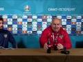 VIDEO: Ditanya Soal Ronaldo, Pelatih Rusia Minum Coca-cola