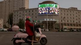 FOTO: Wisata Bersama Komunis di Xinjiang