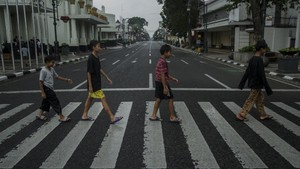 FOTO: Lengang Jalan di Kota Kembang saat Penutupan