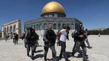 FOTO: Recok Bentrok usai Khidmat Salat Jumat di Al Aqsa