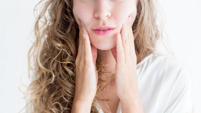 Selain Muncul Jerawat, Ini 5 Dampak Buruk Bila Malas Bersihkan Makeup Sebelum Tidur