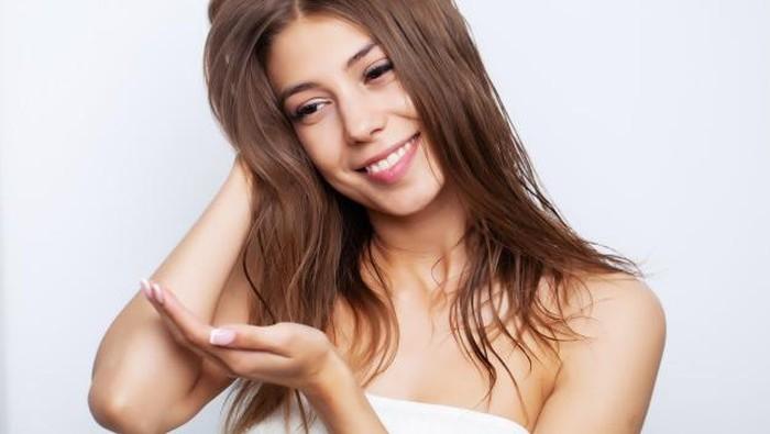 Tips Pakai Hair Serum yang Benar untuk Kembalikan Kesehatan Rambut