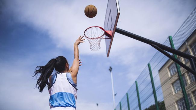 Mantan atlet putri basket nasional, Jacklin Ibo mengidap penyakit paru-paru dan membuat berat badannya turun drastis.