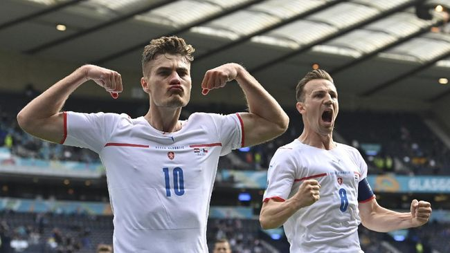 Patrik Schick meninggalkan Cristiano Ronaldo dan Romelu Lukaku dalam perburuan top skor Euro 2020 (Euro 2021).
