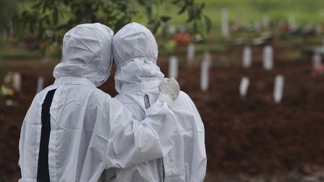 Ada peran hoaks terkait vaksin dan pengobatan Covid-19 yang tersebar di grup-grup Whatsapp terkait kematian orang tua Nizar Rama, warga Surabaya.