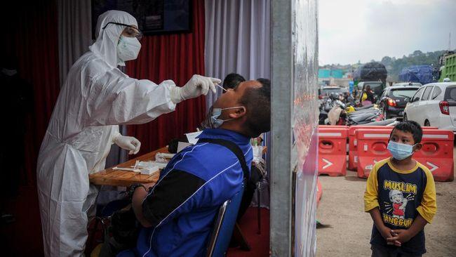 Sejumlah aturan dalam Pemberlakuan Pembatasan Kegiatan Masyarakat (PPKM) skala mikro diperketat di zona merah buntut lonjakan kasus Covid-19 di Indonesia.