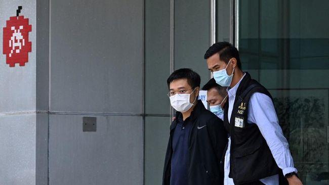 Pengadilan Hong Kong mendakwa Ryan Law, pemimpin redaksi media pro-demokrasi, Apple Daily, dengan tuduhan mengancam keamanan nasional, Sabtu (19/6).