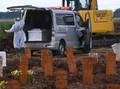 Lonjakan Kematian dan Parade Duka Ambulans di TPU Rorotan