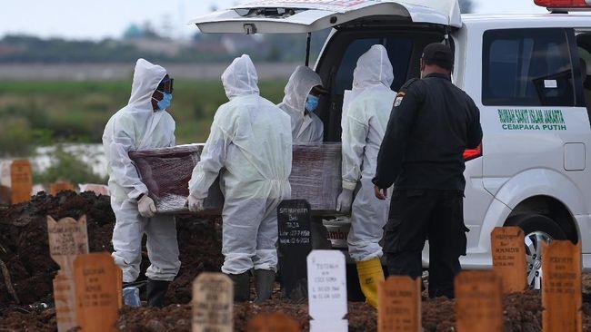 Kasus kematian Covid-19 di Indonesia masih tinggi, dengan 1.739 kasus per Kamis (5/8). Di sisi lain, varian Delta mengancam kelompok usia muda.