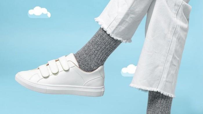 5 Pilihan Sepatu Putih Brand Lokal, Siap Dipadukan dengan Outfit Favorit Kamu