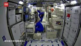 VIDEO: Astronaut China Pasang Wi-Fi di Stasiun Luar Angkasa