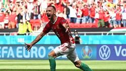 Fiola Rayakan Gol ke Gawang Prancis Sambil Acak-acak Meja Reporter!