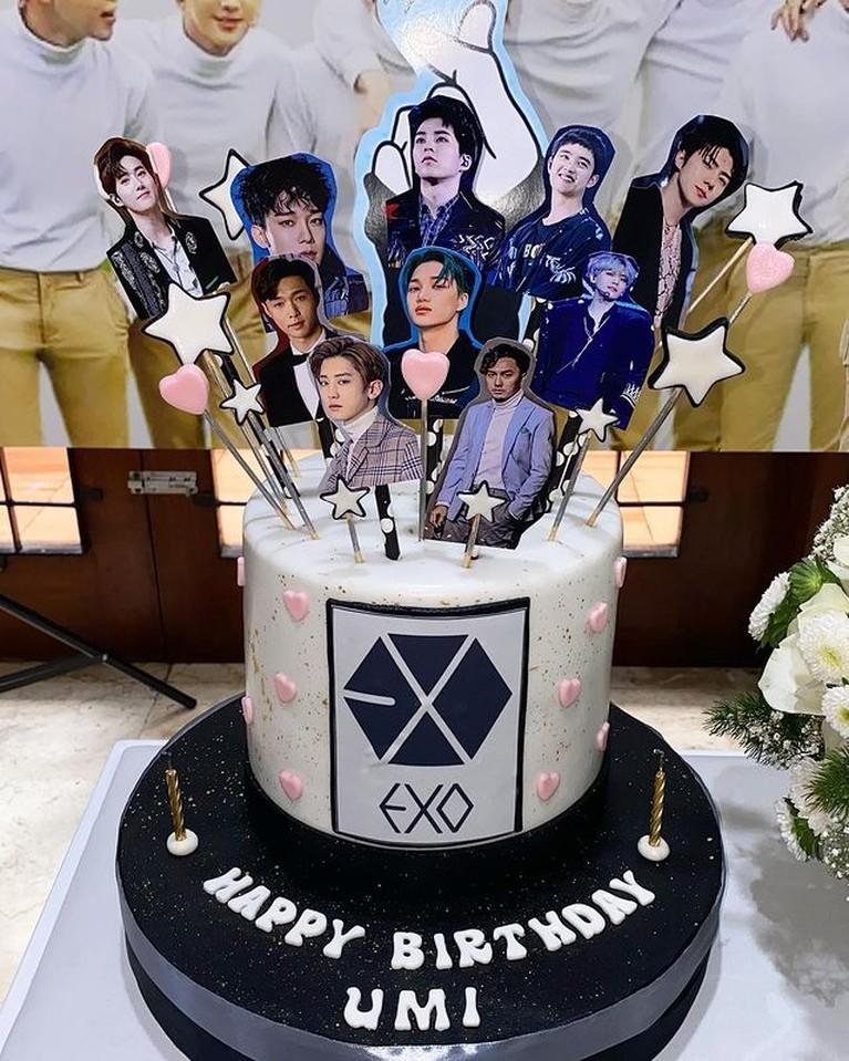 Dian Ayu Lestari mendapat kejutan ulang tahun yang ke 35 bertema EXO dari Omesh, sang suami. Yuk kita intip!