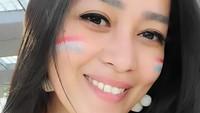 <p>Mengenakan atribut dan jersey Belanda, Gracia Indri terlihat cantik ya, Bunda? (Foto: Instagram @graciaz14</p>