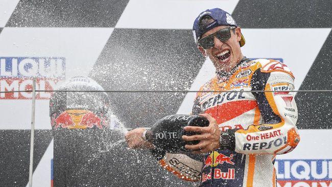 Marc Marquez berhasil meraih gelar juara di MotoGP Jerman sedangkan Valentino Rossi masih belum mampu bangkit dari keterpurukan.