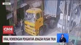VIDEO: Rombongan Pengantar Jenazah Rusak Truk