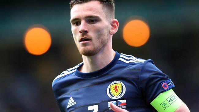Kapten Skotlandia Andy Robertson memilih mengganti Coca-Cola dengan minuman ringan khas Skotlandia, Irn-Bru, di konferensi pers Euro 2020 (Euro 2021).