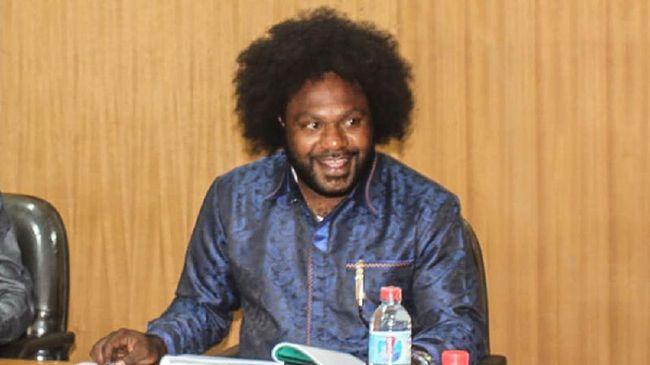 Ketua DPRD Tolikara Sonny Wanimbo mengaku tak mengenal tersangka pemasok senjata api Neson Murib. Ia juga membantah mendanai jual beli senjata KKB Papua.