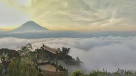 Bukit Simbar, Destinasi Memandangi Kegagahan Gunung Semeru