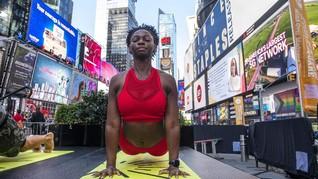 FOTO: Tenang Damai Hari Yoga Internasional di Penjuru Dunia