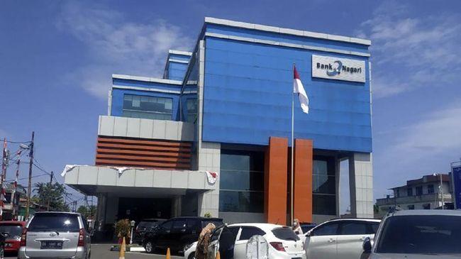 Otoritas Jasa Keuangan (OJK) Sumatera Barat mendukung proses konversi BPD Sumbar (Bank Nagari) menjadi bank umum syariah.