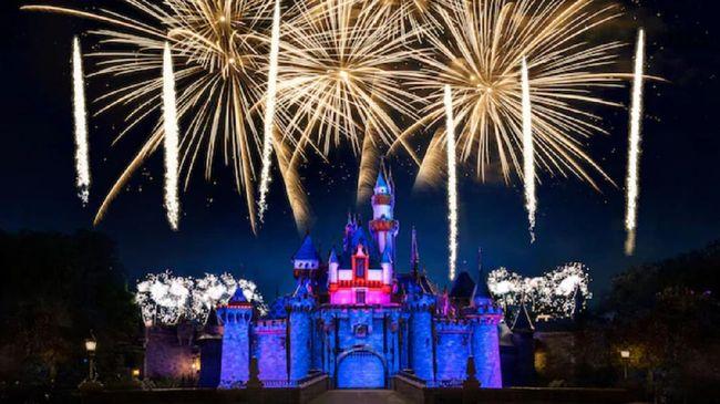 Menyusul pelonggaran pembatasan COVID-19 di AS, Disneyland akan kembali menggelar pesta kembang api.