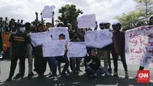 Protes Penyekatan di Suramadu, Warga Madura Demo Eri Cahyadi