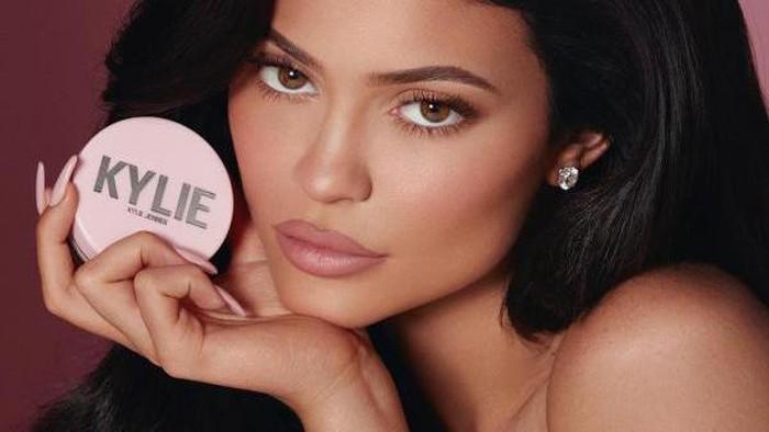 Kylie Jenner Luncurkan Kylie Lip Kit Baru, Tahan Hingga 8 Jam!