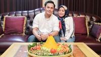 <p>Muzdalifah dan Fadel Islami mengusung tema Nusantara untuk kafe mereka. Ada berbagai menu masakan Indonesia yang mereka sajikan di kafe. (Foto: Instagram: @terasmuzda)</p>