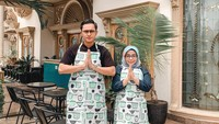 <p>Muzdalifah dan Fadel Islami baru-baru ini membuka bisnis. Mereka menyulap rumah mewah yang berlokasi di Tangerang, Banten menjadi sebuah kafe. (Foto: Instagram: @terasmuzda)</p>